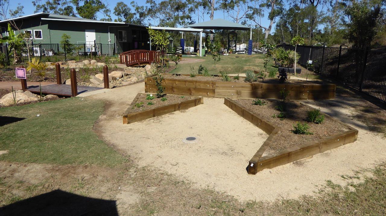 Timber landscape structures features brisbane for Landscape construction services adelaide