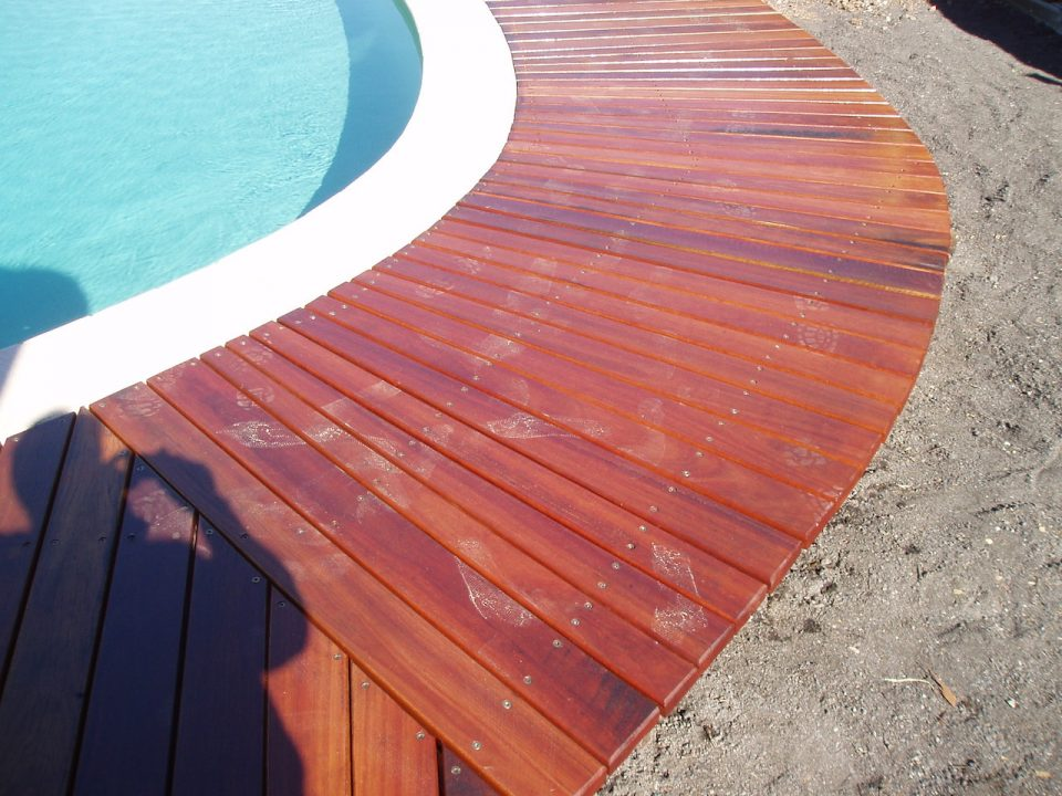 Wakerly Curved decking detail shot